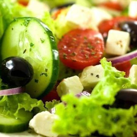 Card bigstock greek salad 18920795 1 940x629